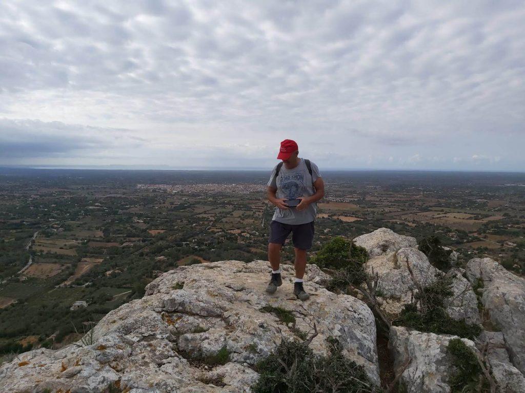 En la cima del Puig de ses Bruixes de la Ruta Puig de ses Bruixes