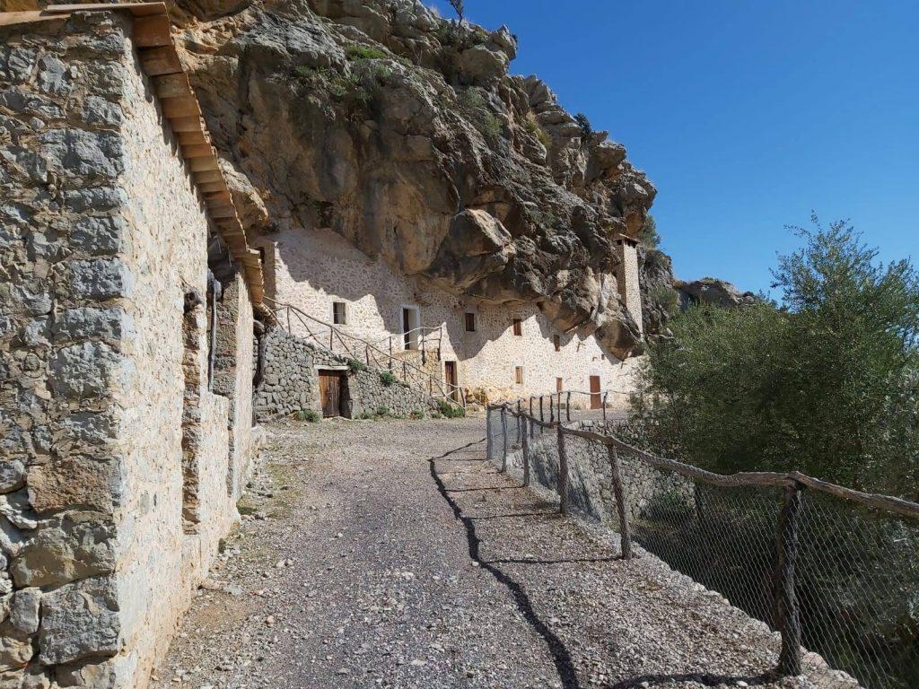 Casas de Es Cosconar en la Ruta Vuelta al Puig Roig