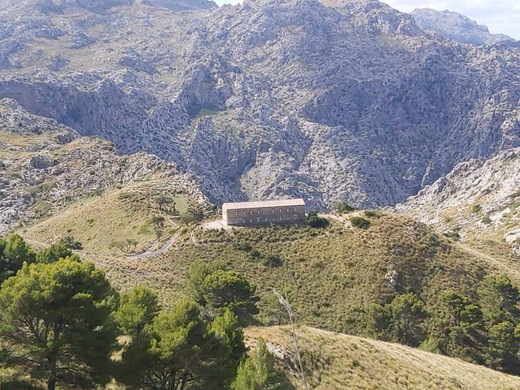 Cuartel de los Carabineros visto desde la Ruta Vuelta al Puig Roig