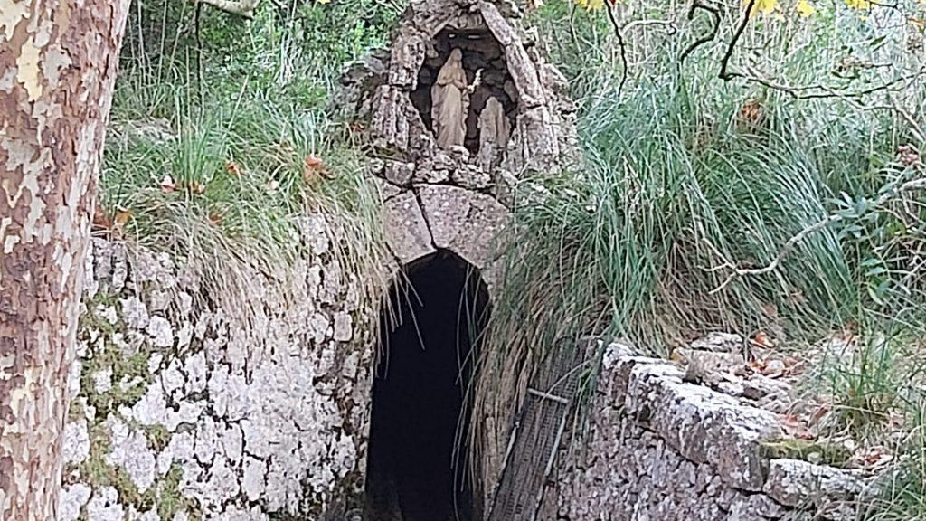 Font de la Madre de Deu en la ruta Puig Gros de Ternelles por Camí de Llinars