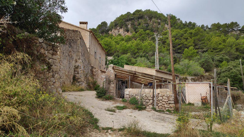 Casas de Son Ferrá en la ruta Vuelta Fita del Ram desde Establiments