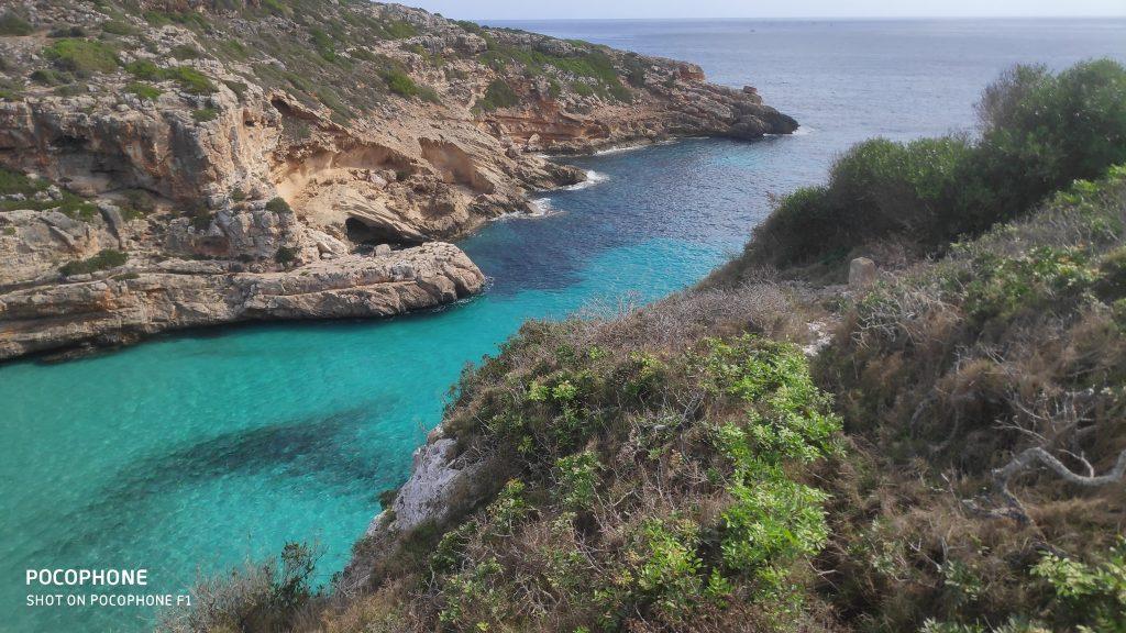 Cala Marmols en la ruta Faro de Ses Salines-Cala Marmils.