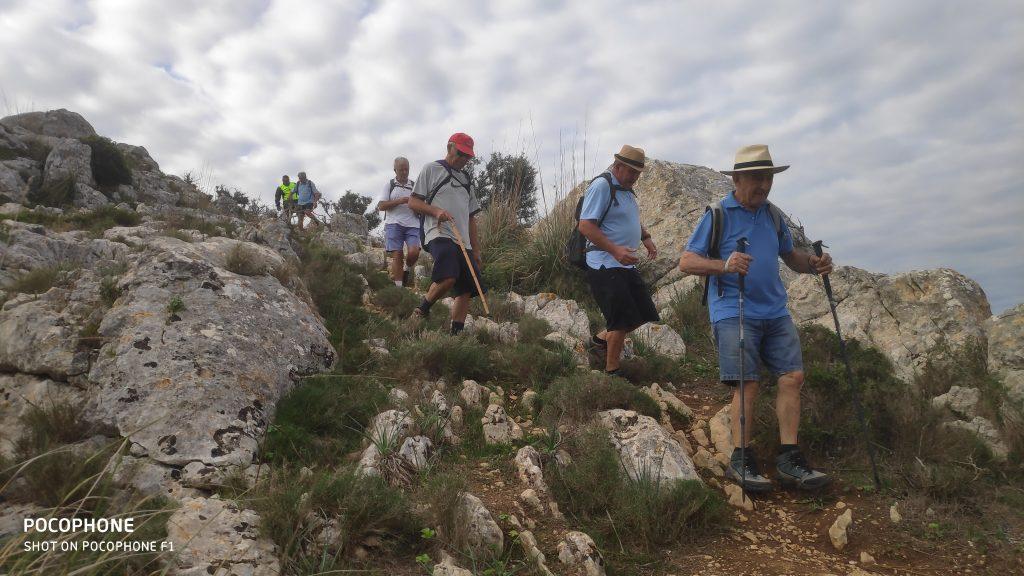 Descendiendo de la cima del Puig de ses Bruixes en la ruta Puig de ses Bruixes