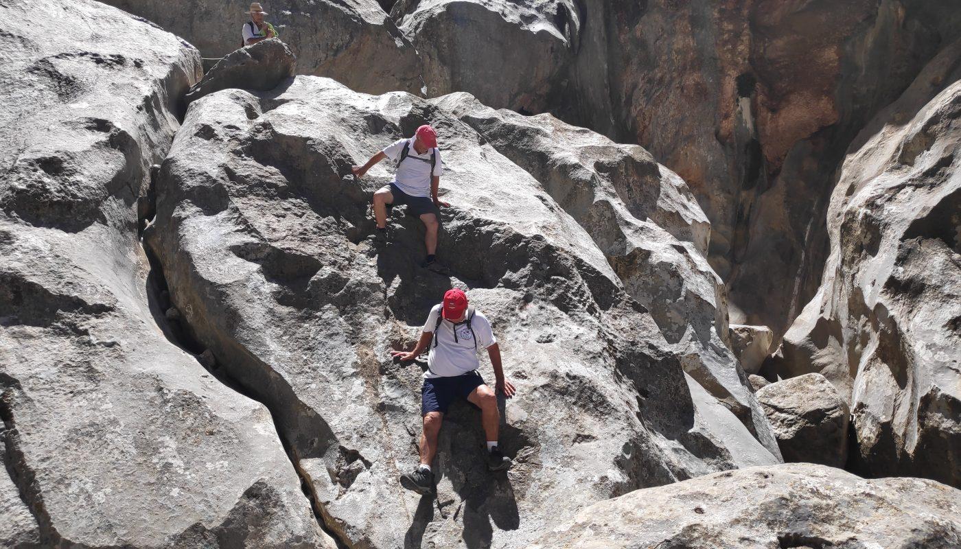 Ruta del Torrent de Pareis. Descendiendo por las grandes rocas de su lecho