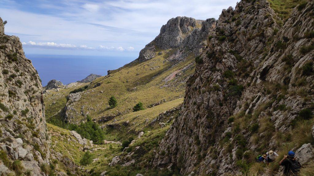 Caminando por la coma fosca de la ruta Puig Major por Coma Fosca