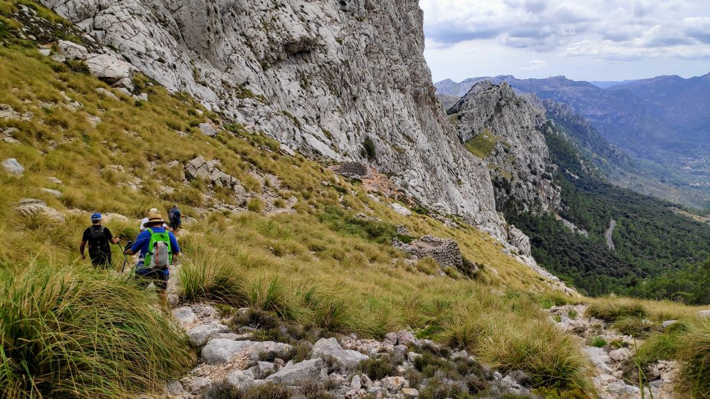 Caminando por la Coma de n'Arbona de la ruta Puig  Major por Coma Fosca