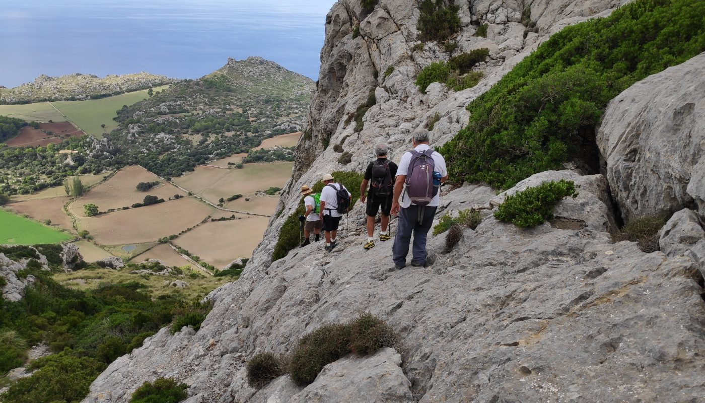 Descendiendo al Valle d'Ariant desde el Puig Gros de Ternelles