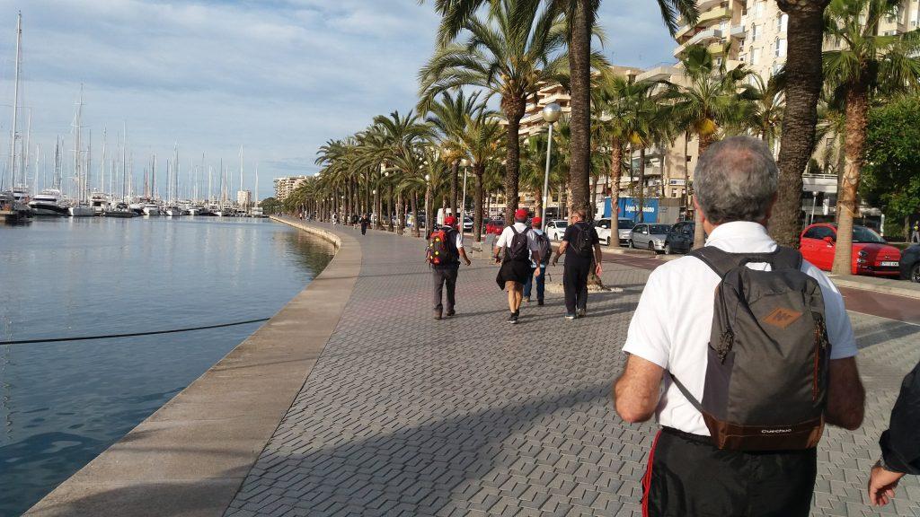 Caminando por el Pª Marítimo en la ruta Palma-Peguera por Paseo Calviá