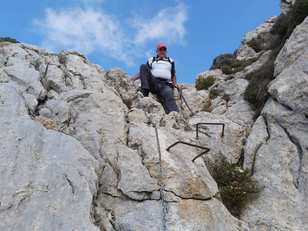 Bajando por el Pas des Pedregaret en la Ruta del Puig Tomir por el Paso del Diablo