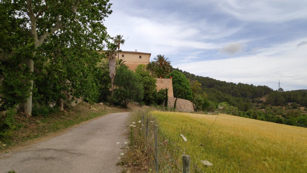 Posesión de Sarriá en la ruta Puig des Voltor desde Establiments