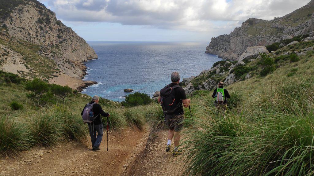 Caminando hacia Cala Figuera en la Ruta Cap de Catalunya-Pal de Formentor