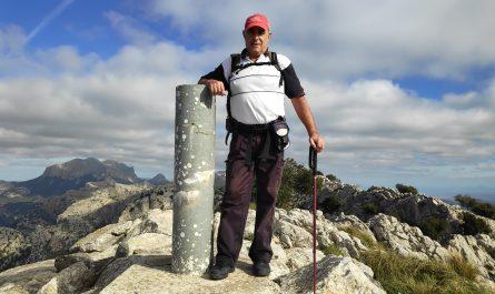 Vértice Geodésico en la cima del Puig d' Alfabia