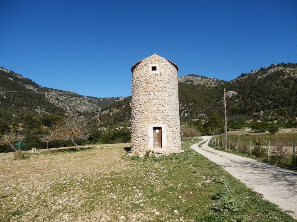 Torre en la ruta Puig des Castell por Monnàber