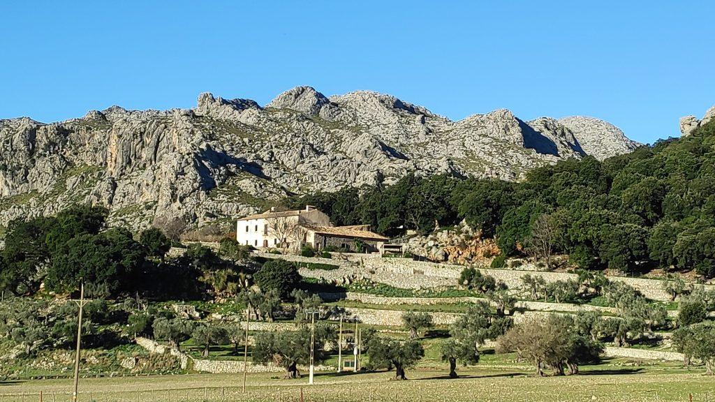 Caminando por la posesión de Mossa en Mallorca