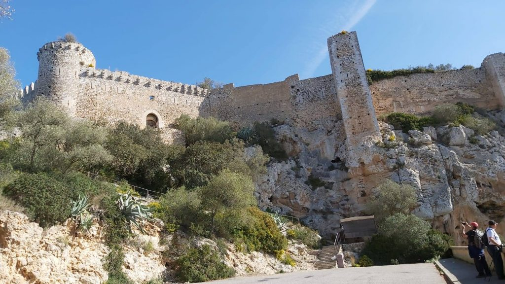 Castell de Santueri desde Sant Salvador